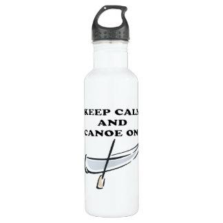 Behalten Sie Ruhe und Kanu an Trinkflasche