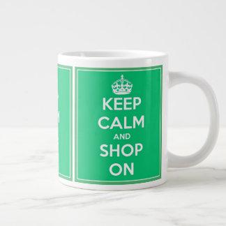 Behalten Sie Ruhe und kaufen Sie auf Grünem und Jumbo-Tasse