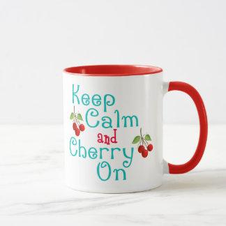 Behalten Sie Ruhe und Kirsche auf Tasse