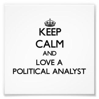 Behalten Sie Ruhe und Liebe ein politischer Foto