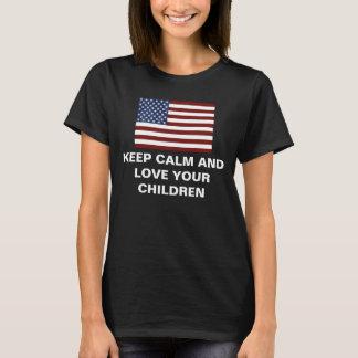 Behalten Sie Ruhe und Liebe Ihre Kinder T-Shirt