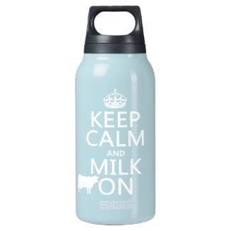 Behalten Sie Ruhe und Milch auf (Kühe) (in allen Isolierte Flasche