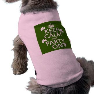 Behalten Sie Ruhe und Party auf (Iren) (irgendeine T-Shirt