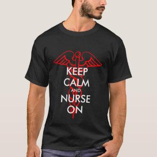 Behalten Sie Ruhe und pflegen Sie auf T-Shirts mit