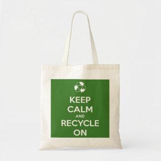 Behalten Sie Ruhe und recyceln Sie auf Grün Tragetasche
