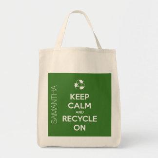 Behalten Sie Ruhe und recyceln Sie auf grünem Tragetasche