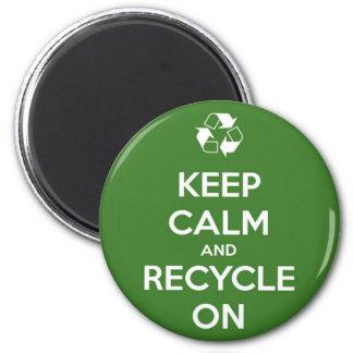 Behalten Sie Ruhe und recyceln Sie auf rundem Runder Magnet 5,1 Cm