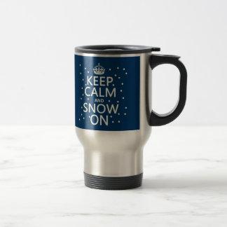 Behalten Sie Ruhe und Schnee an Reisebecher