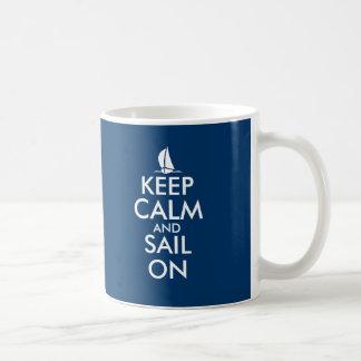 Behalten Sie Ruhe und Segel auf niedlichem Tasse