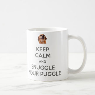 Behalten Sie Ruhe und Snuggle Ihre Puggle Kaffeetasse