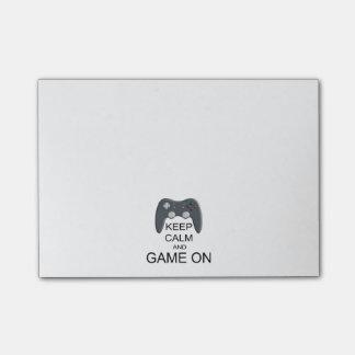 Behalten Sie Ruhe und Spiel AN Post-it Klebezettel