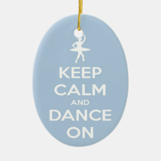 Behalten Sie Ruhe und tanzen Sie auf hellblaues Keramik Ornament