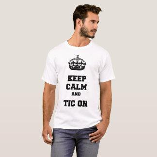 Behalten Sie Ruhe und tic an T-Shirt
