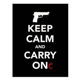 Behalten Sie Ruhe und tragen Sie ein Gewehr Postkarte