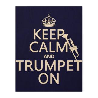 Behalten Sie Ruhe und Trompete auf (irgendeine Holzleinwand