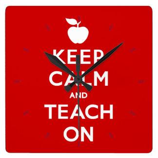 Behalten Sie Ruhe und unterrichten Sie an Quadratische Wanduhr