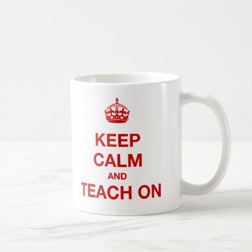 Behalten Sie Ruhe und unterrichten Sie an Tasse