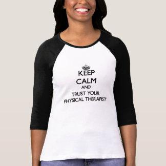 Behalten Sie Ruhe und vertrauen Sie Ihrem T-Shirt