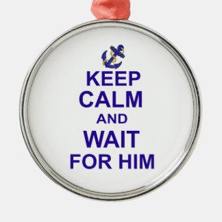 Behalten Sie Ruhe und Wartezeit für ihn Rundes Silberfarbenes Ornament