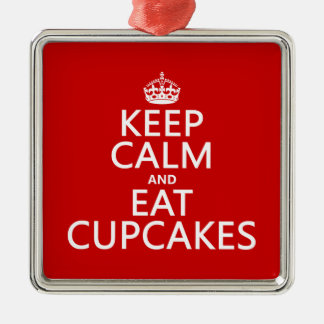 Behalten Sie ruhig und essen Sie kleine Kuchen Quadratisches Silberfarbenes Ornament