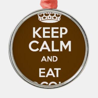 Behalten Sie ruhig und essen Sie Schokolade Rundes Silberfarbenes Ornament