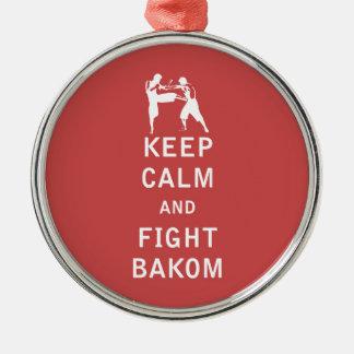 Behalten Sie ruhig und Kampf Bakom Rundes Silberfarbenes Ornament