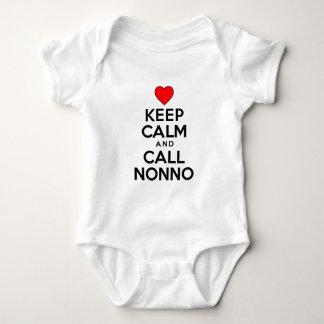 Behalten Sie ruhigen Anruf Nonno Babybody