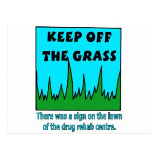 Behalten Sie weg vom Gras Postkarte