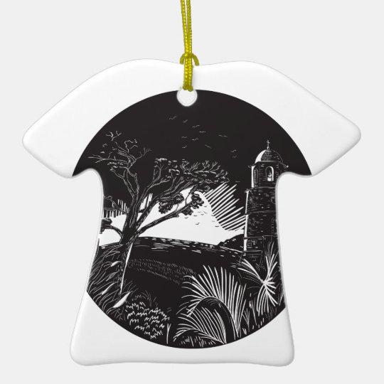 Belfry-Turm auf Hügel-Baum-Kreis-Holzschnitt Keramik T-Shirt-Ornament