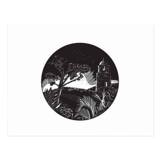 Belfry-Turm auf Hügel-Baum-Kreis-Holzschnitt Postkarte