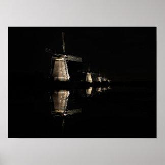 Belichtete Windmühlen, Kinderdijk am Nachtplakat Poster