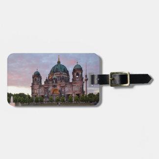 Berlin-Kathedrale mit Fernsehenturm und Lustgar Gepäckanhänger