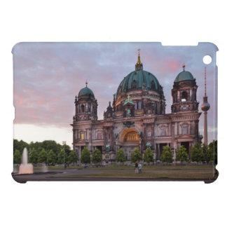 Berlin-Kathedrale mit Fernsehenturm und Lustgar Hülle Für iPad Mini