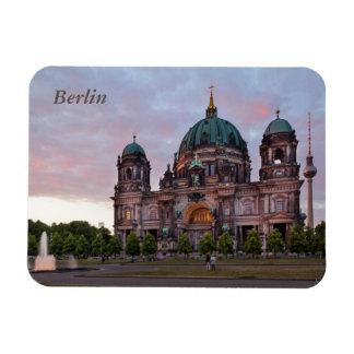Berlin-Kathedrale mit Fernsehenturm und Lustgar Magnet