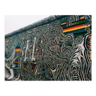 Berlin: Wände und Gesichter Postkarte