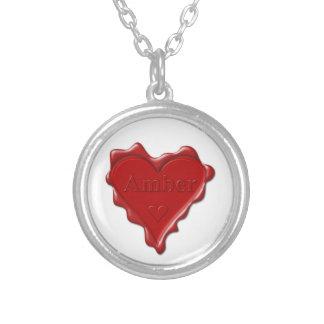 Bernsteinfarbig. Rotes Herzwachs-Siegel mit Versilberte Kette