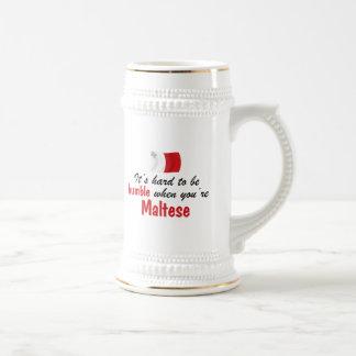 Bescheidenes maltesisches bierglas