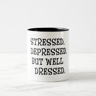 Betont. Deprimiertes, aber Gut-Gekleidetes Zitat Zweifarbige Tasse