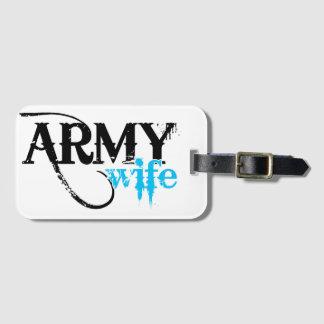 Beunruhigt, Armee-Ehefrau beschriftend Gepäckanhänger