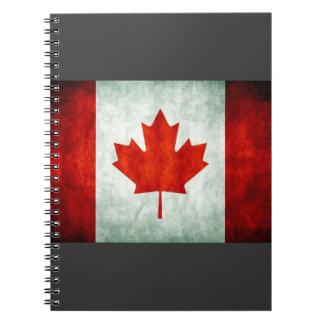 Beunruhigte Kanada-Flagge Spiral Notizbücher
