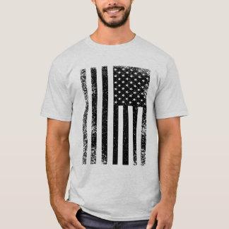 Beunruhigte Schwarzweiss-amerikanische Flagge T-Shirt