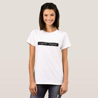 """Beunruhigter Blick """"Liebe mehr"""" T-Shirt"""