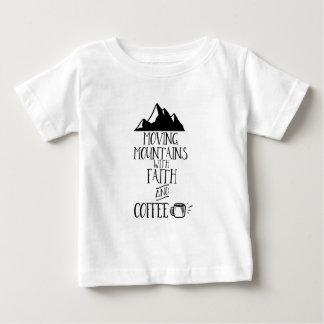 Bewegliche Berge mit Glauben und Kaffee Baby T-shirt