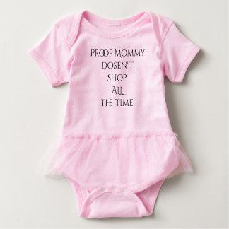 Beweis-Mama kauft nicht ständig Baby Strampler