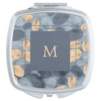 Bezaubernde blaue Punkte mit Monogramm des Gold| Taschenspiegel
