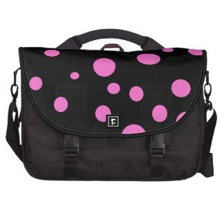 Bezauberndes Schwarzes mit rosa Tupfen Notebook Taschen