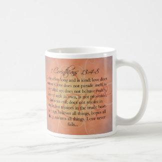 Bibelscripture-Liebe-Skript auf orange Vintagem Kaffeetasse