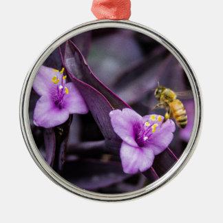 Biene auf Blume Rundes Silberfarbenes Ornament