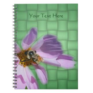 Biene auf Kosmos-Blumen-Natur Spiral Notizblock