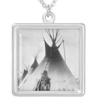 Blackfoot tapferes, nahe Calgary, Alberta, 1889 Versilberte Kette